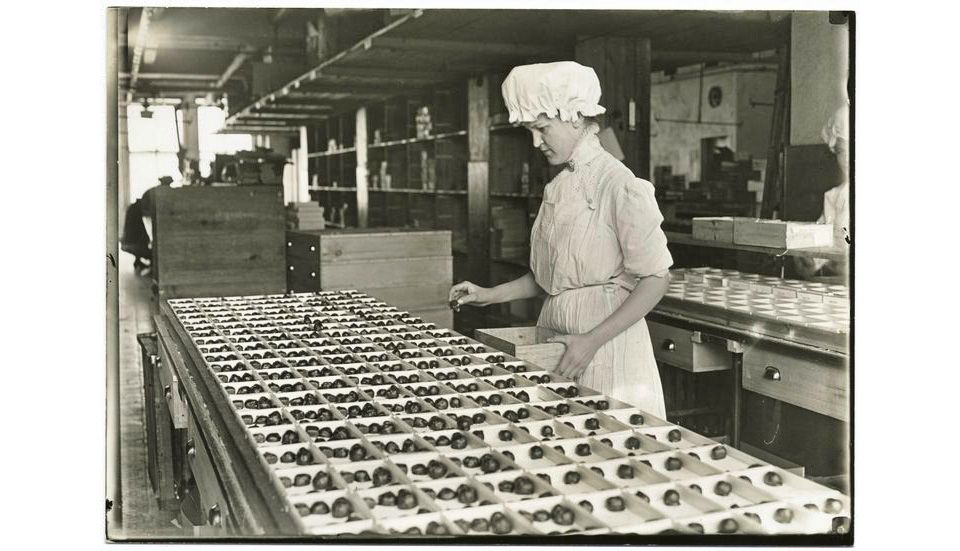 Candy sorter in the old Huyler factory, New York City