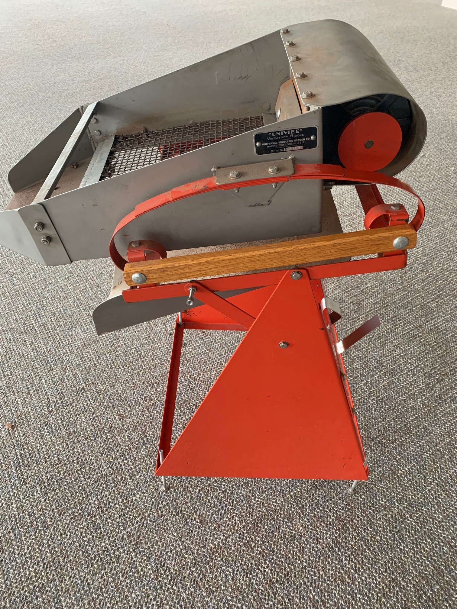 Vibratory Riddle/Screener and screens for sale